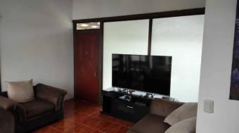 Preciosa casa familiar en Guápiles Centro, En Venta.  CG-20-2163