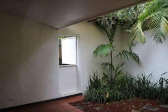 Hermosa Y amplia casa con diseño clasico moderno