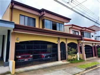 Se vende espaciosa casa en Desamparados de Alajuela 21-2420