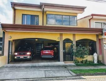 Casa en venta en Desamparados, Alajuela. RAH 21-2420