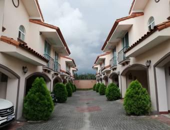 Condominio Vista Real, Romhoser