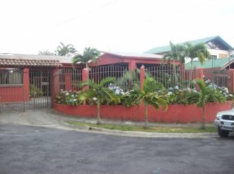 Linda casa de una planta en Sabanilla