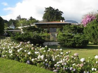 Se vende finca con hermosa casa en San Isidro de Heredia,