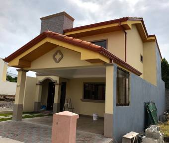 Preciosas casas con excelentes acabados