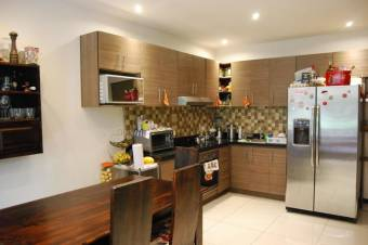 CG-20-1375.  Exclusivo Apartamento en Venta.  En SantaAna.