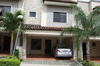 CG-20-1088.  Hermosa Casa en Venta.  En SantaAna