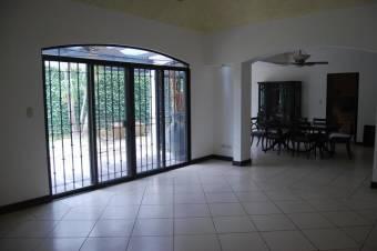 CG-20-226.  Moderna Casa en Venta.  En SantaAnaPozos.