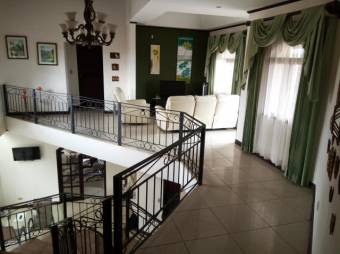 CG-20-577.  Moderna  Casa  en Venta.  En AlajuelaElCoyol.