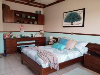 CG-20-374.  Exclusiva Casa Familiar en Venta.  En ALAAlajuelaCentro.