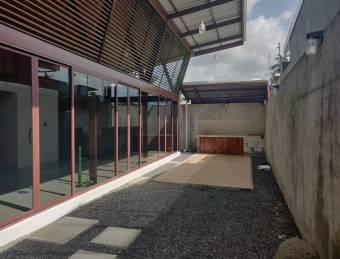 CG-20-2052.  Exclusiva y Espectacular Casa en Venta.  Guápiles.