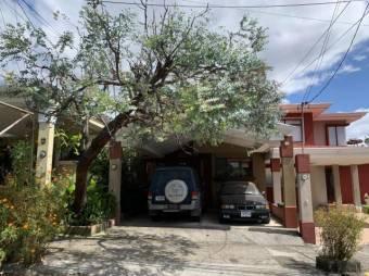 se alquila espacios casa con patio en san pablo de Heredia 20-2031