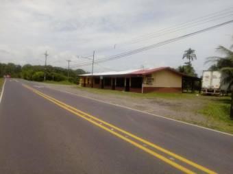 CG-20-1422.  Céntrico Local Comercial en Venta.  En Guápiles, $ 158,000, 5, Limón, Pococí