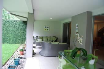 CG-20-1304.  Exclusiva Casa en Venta.  En EscazuCentro.