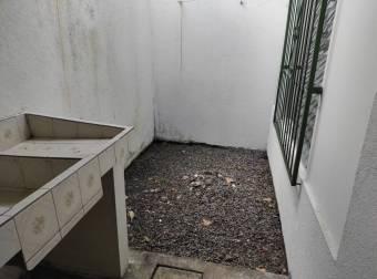 Cómodo Apartamento en Alquiler.  En Guápiles Centro.