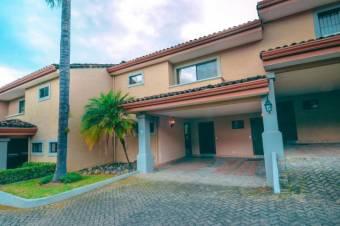 CG-20-2116.  Espectacular Casa en Alquiler.  En EscazúCentro.