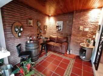 Hermosa casa, con amplios y  acogedores espacios para la comodidad de una familia