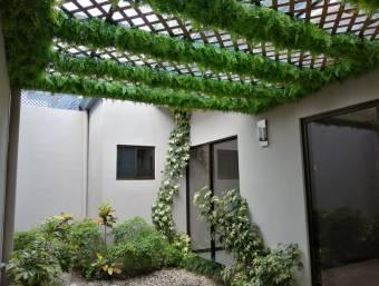 Alquiler de Amplio Apartamento de 3 Habitaciones en Escazú