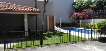 Apartamento Amoblado de 3 Habitaciones en Condominio en la Uruca