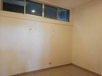 se alquila espacioso apartamento con 4 parqueos y mucha luz natural en santa ana 20-2150