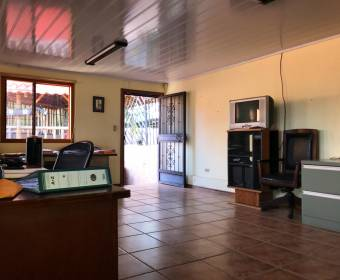 Beautiful house with 3 floors in a roundabout in La Guacima