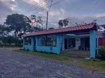 Bonita casa en Guápiles Centro, En Venta   CG-20-1974