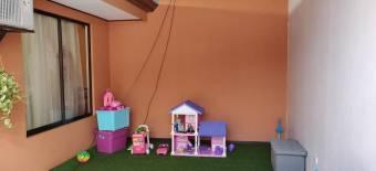 Preciosa casa familiar en Guápiles Centro, En Venta   CG-20-889