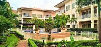 Se vende lujoso apartamento en exclusivo condominio