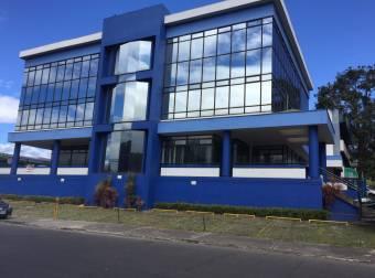 Alquiler Edificio oficinas frente a Los Caribeños $12.000 (OF-840)