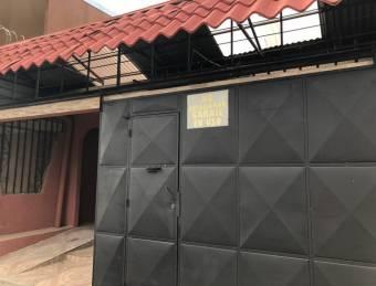 Se vende casa con apartamento independiente en Heredai 21-2237