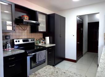 Santa Ana/ Casa con terreno esquinero/ Amplia/ Jardín/ Ubicación
