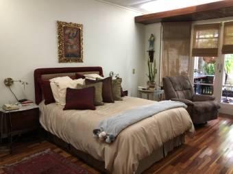 Los Yoses / 3 habitaciones / Remodelada  / Acogedora / Segura /  Patio de ensueño