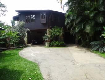 V#523 Preciosa Casa Amueblada en Alquiler en Piedades/Santa Ana.