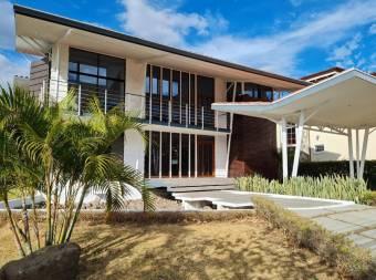 V#460 Exclusiva Casa en Venta en Residencial/ Lindora-Santa Ana.