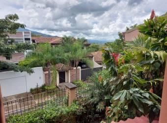 Oportunidad de Vivir en Guachipelin de Escazu, Casa en Condominio