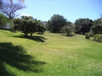 ¡CityMax vende terreno de 7859m2 en Brasil de Mora a segundos de la 27, con frente a tres calles!