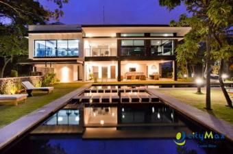 CityMax vende lujoso apartamento en Guachipelín
