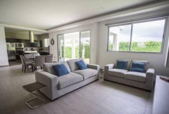 Casa nueva Bosques de Doña Rosa a $395.000 (AV-3420)