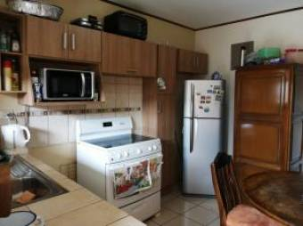 Venta bella casa en Residencial de Mercedes Sur, Heredia. #19-1131