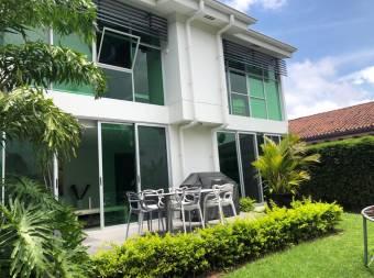 Moderna Casa a la Venta en San Rafael de Escazú