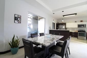 TERRAQUEA Hermosa casa de lujo Amoblada con Increíbles acabados, ubicada en exclusivo Condominio