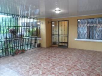 Venta de amplia casa en SF Dos Ríos #19-1108