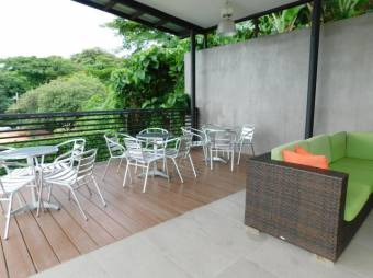se vende apartamento moderno tipo loft incluye muebles y cuota condominal de bajo coste / 18-751