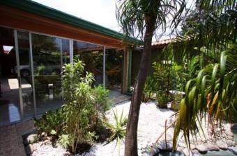 casa amplia en venta con excelente ubicacion y cuatro parqueos 19-1343