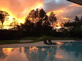 TERRAQUEA Viva en la casa de sus sueños en Lindora de Santa Ana