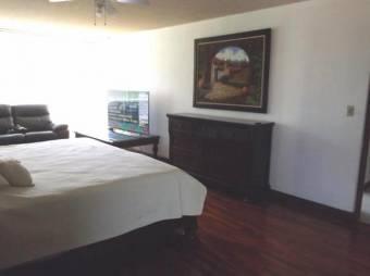 se renta apartamento muy amplio cerca de centro comercial 19-466