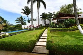 $399,000 Casa en 1Nivel  Con Piscina y Cancha futbol