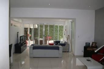 Casa muy acogedora, espaciosa y remodelada con materiales de primera calidad. Espectacular cocina to