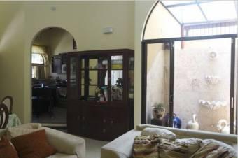 TERRAQUEA Elegante y Acogedora casa en una zona Residencial cerca de todos los servicios de Liberia