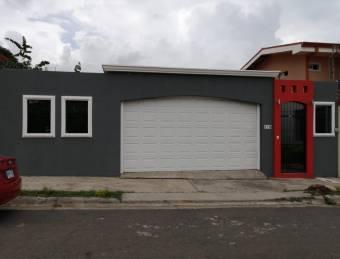 Alquiler de Casa de 1 Planta en Santa Ana
