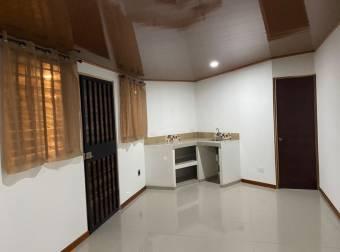 Alquiler Apartamento Semi Amueblado
